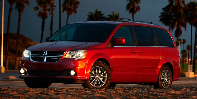 2016 Dodge Grand Caravan SXT Plus Front Side View